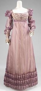 mørk rosa lilla kjole